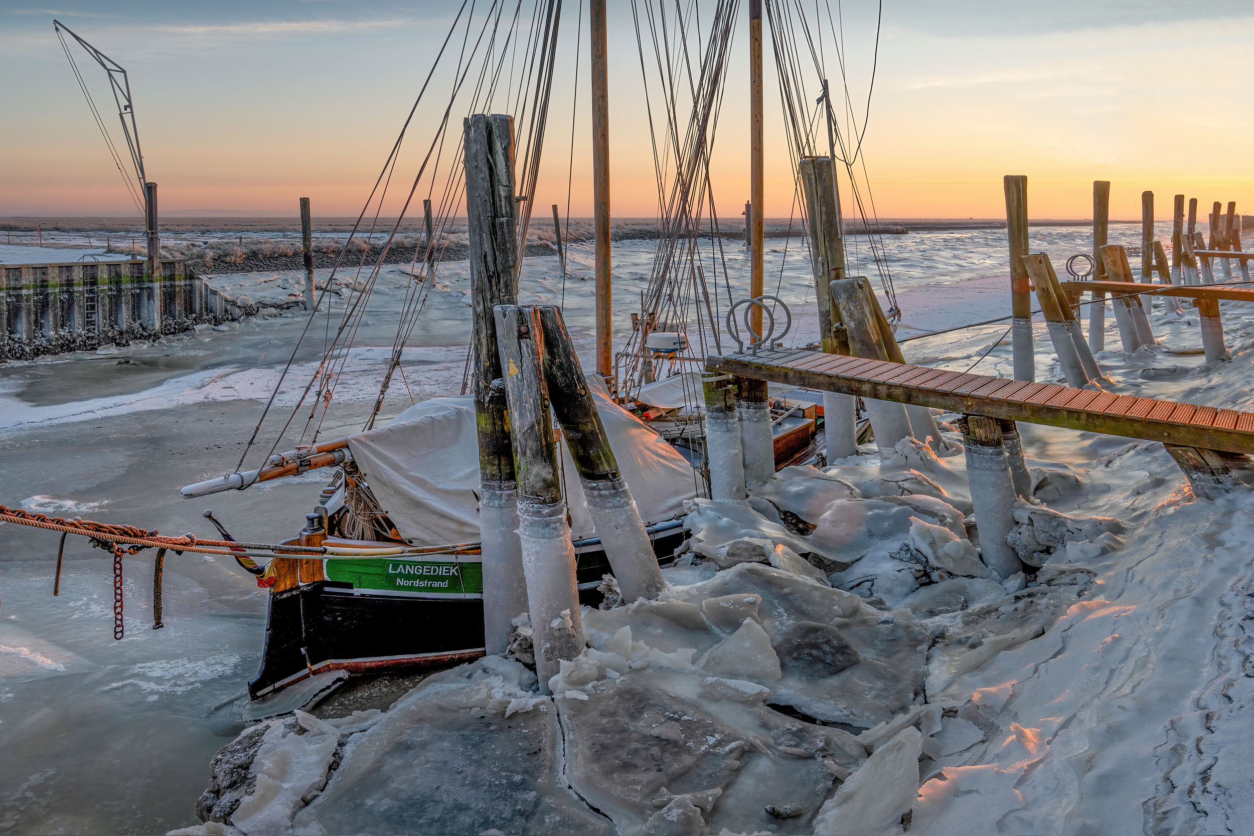 Segelboot im Eis